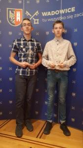 dwaj uczniowie CKZiU nr 2 podczas wręczania nagród