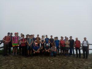 uczniowie na szczycie Babiej Góry